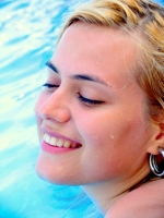 Dívka v plavkách