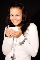 Žena pijící čaj